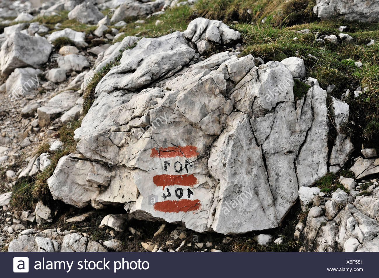 Trail markings for trails 101 and 104, Three Peaks Trail, Sesto Dolomites, Italy, Europe - Stock Image