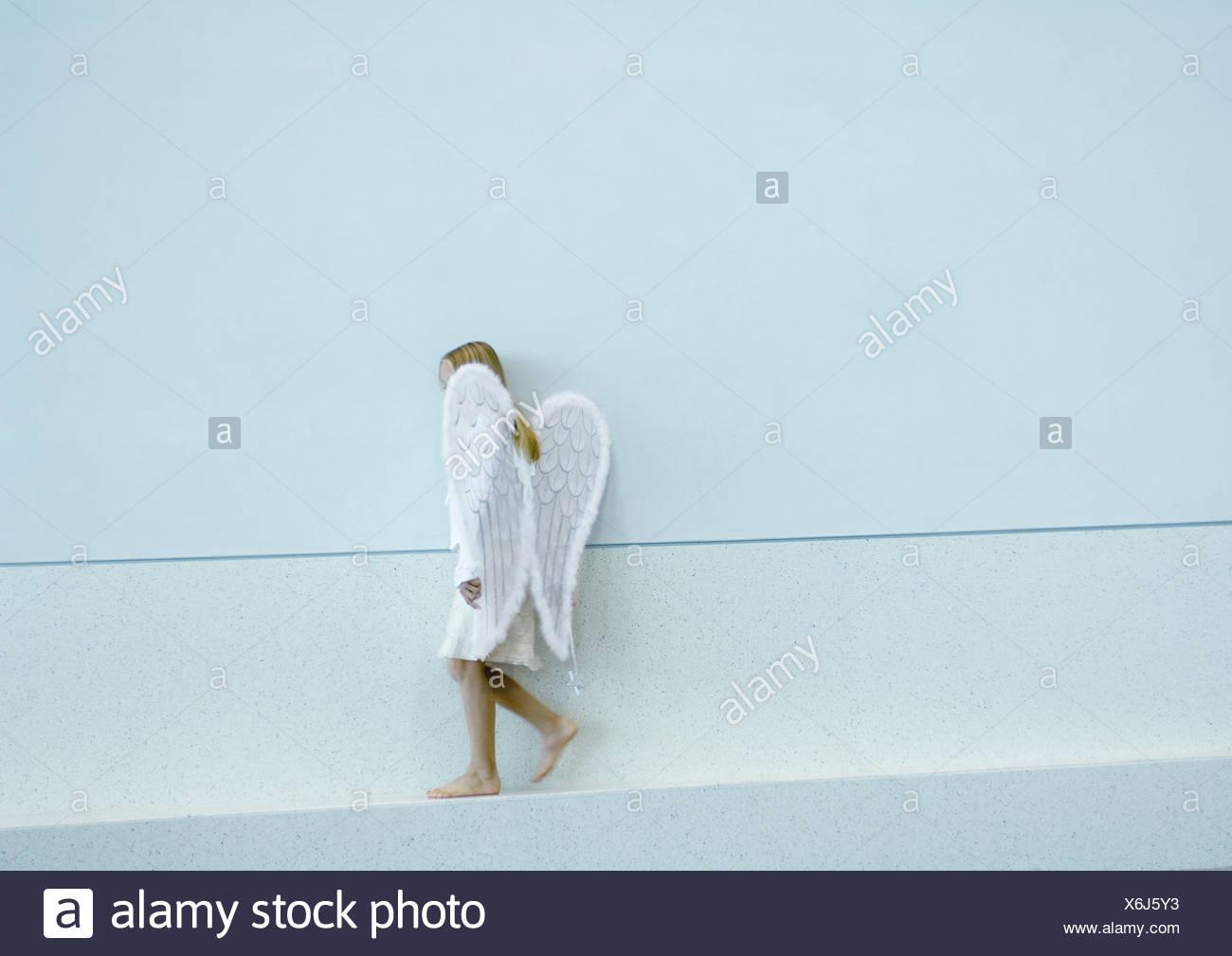 Girl wearing angel wings - Stock Image