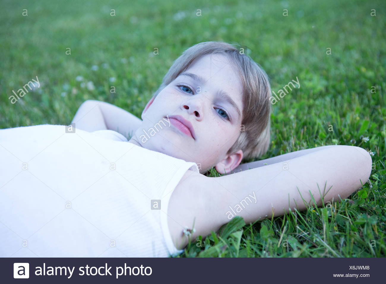 USA, Pennsylvania, Lancaster County, Lancaster, Portrait of boy laying on grass - Stock Image