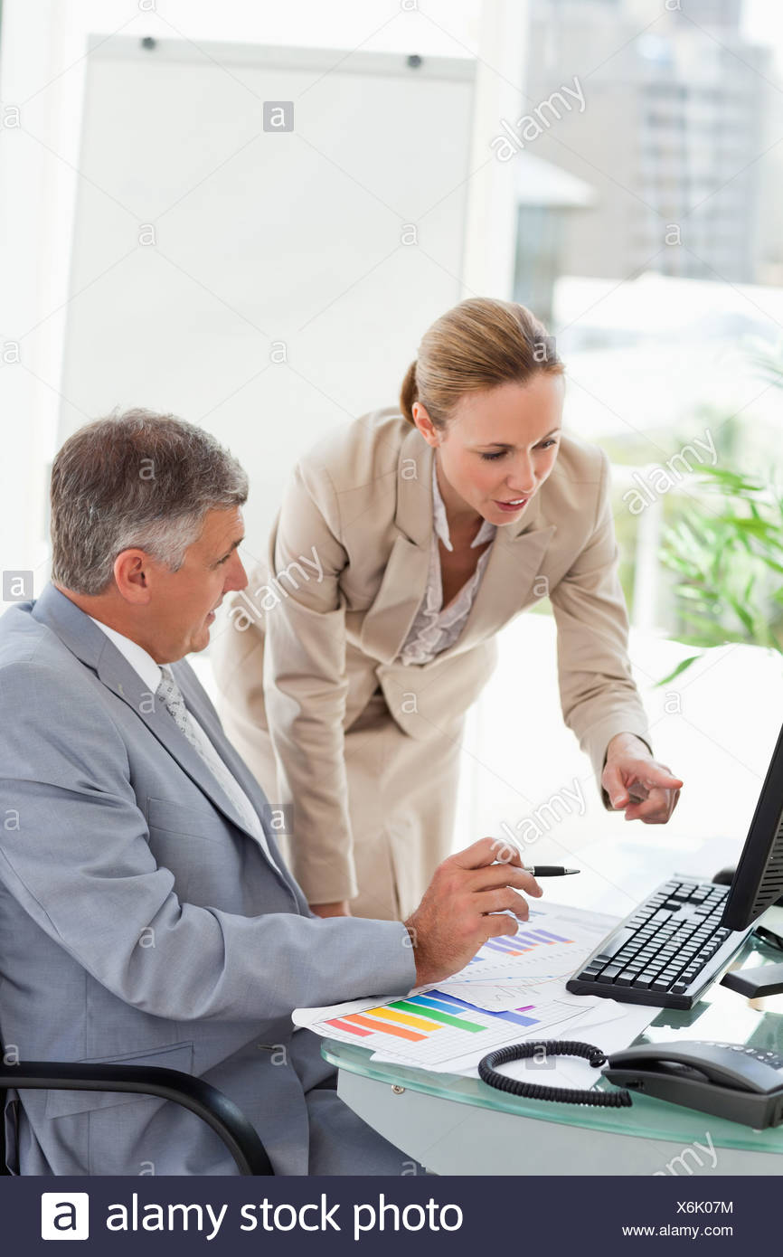 Company people having a conversation about statistic - Stock Image