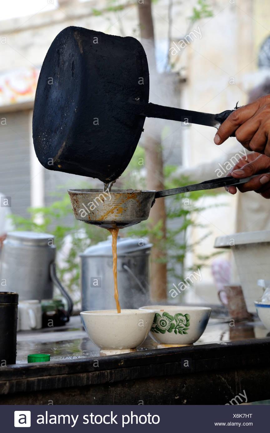 Tea being poured, tea room, Muzaffaragarh, Punjab, Pakistan, Asia - Stock Image