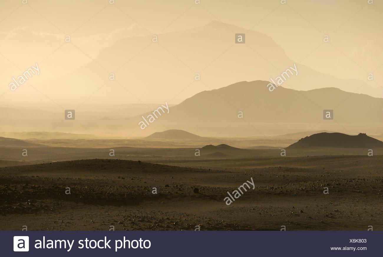 Herðubreið volcano, tuya, brownish ash and gas clouds of the Holuhraun fissure eruption, north of the Bárðarbunga volcano - Stock Image