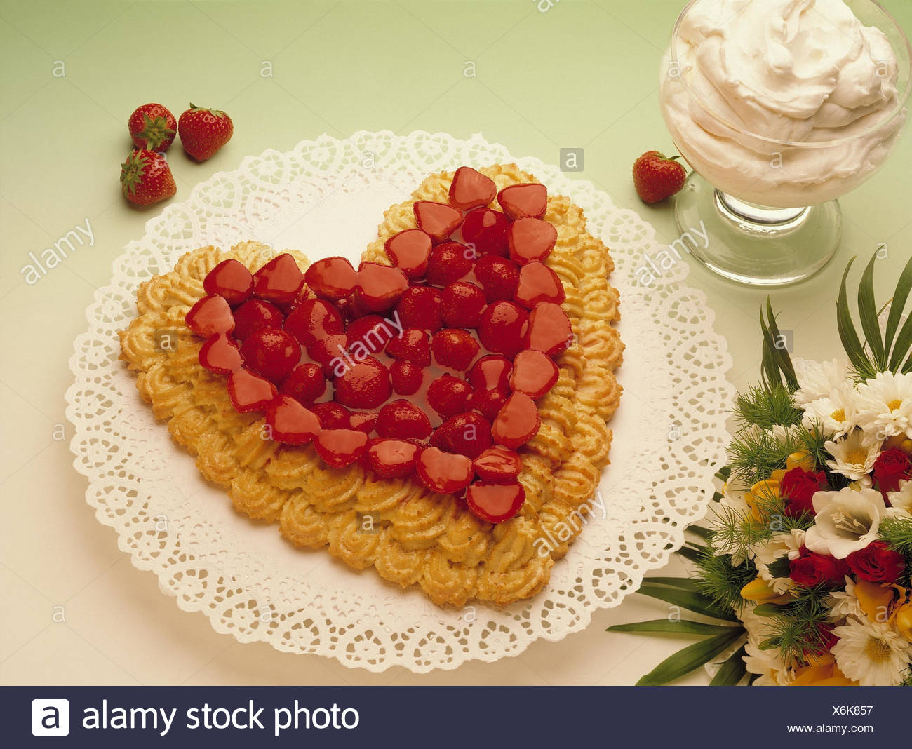 Strawberry cake heart shaped whipped cream bouquet cake cake strawberry cake heart shaped whipped cream bouquet cake cake strawberries fruit flans flowers sweet dessert cream birthday cake love heart izmirmasajfo