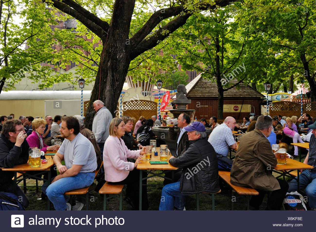 Beer garden, Auer Dult, traditional market in Munich, Bavaria, Germany, Europe - Stock Image