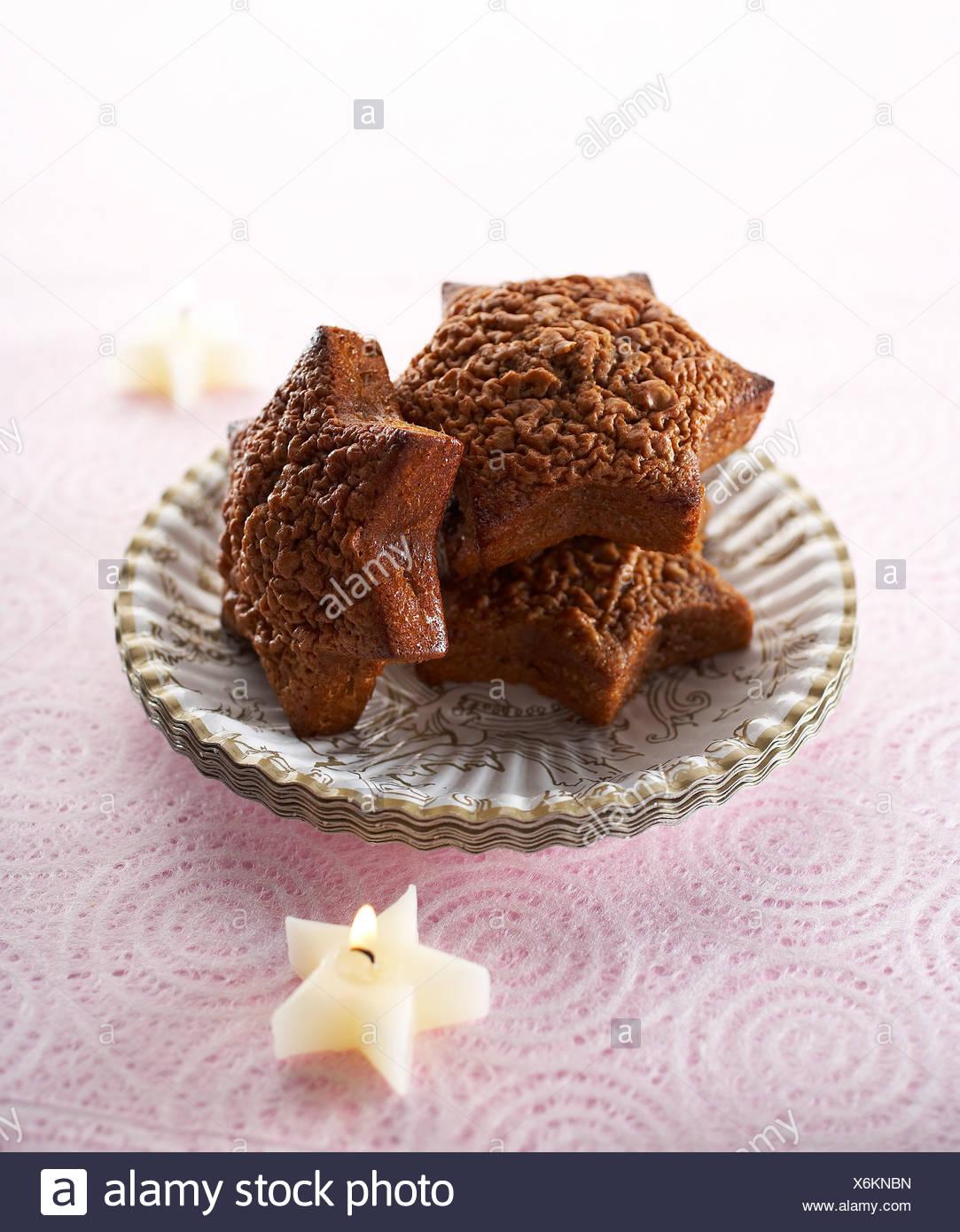 Star-shaped chocolate and hazelnut cakes - Stock Image