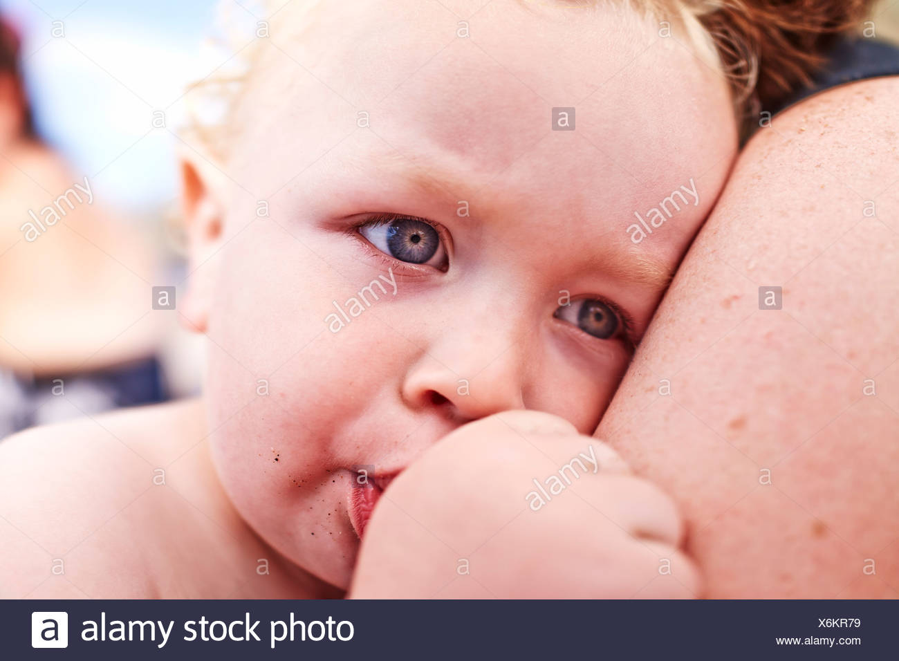 Close up of mother and male toddler sucking his thumb - Stock Image