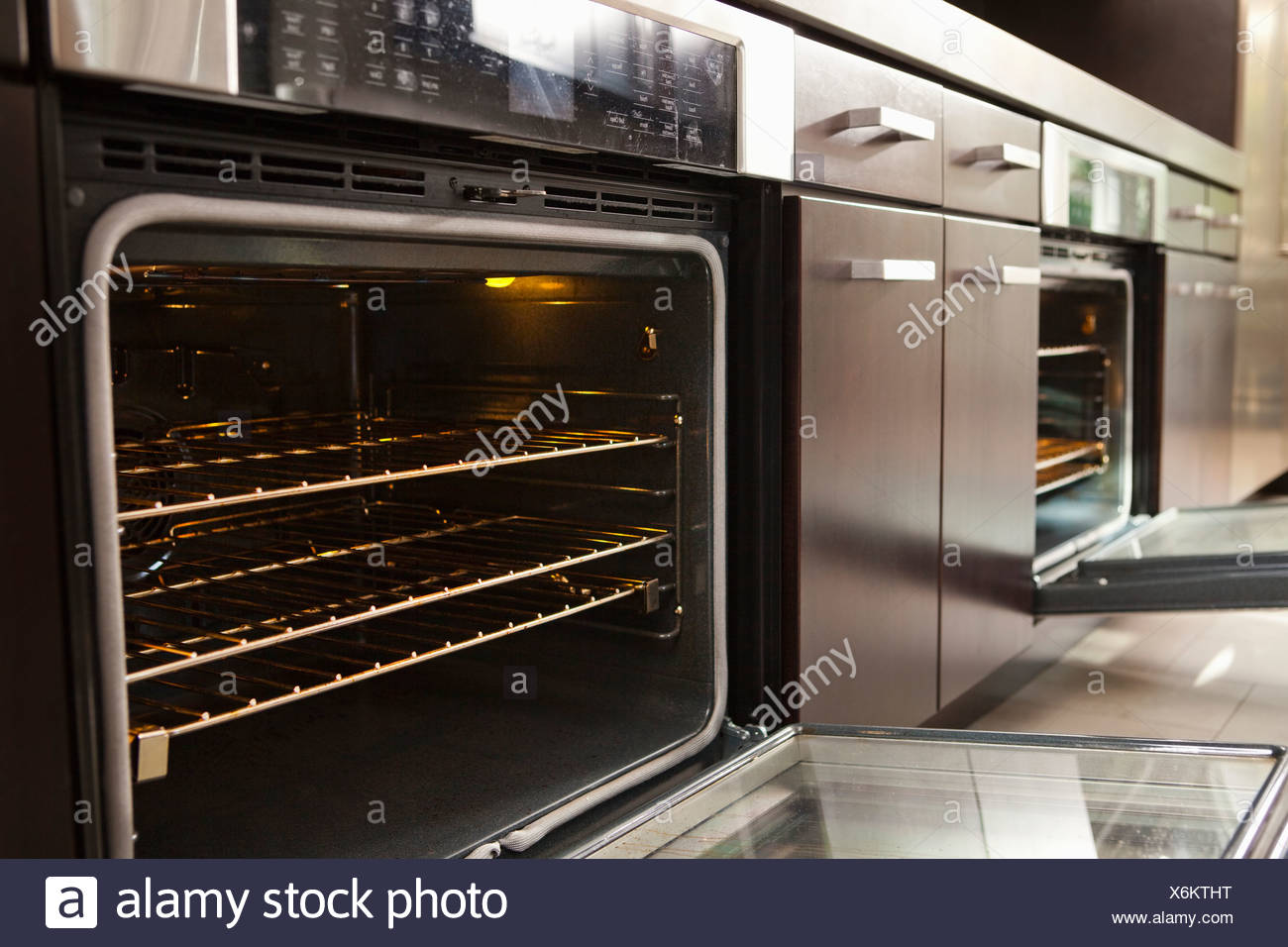 Open oven in industrial kitchen Stock Photo: 279490228 - Alamy