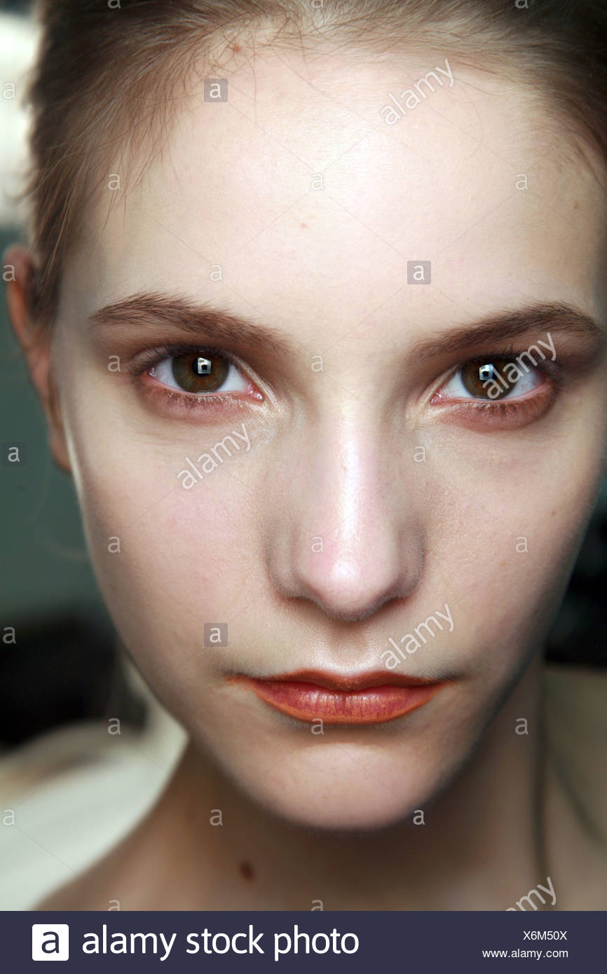 Richard Nicoll Backstage London Ready to Wear Autumn Winter Close up face of female wearing copper eyeshadow and two tone - Stock Image