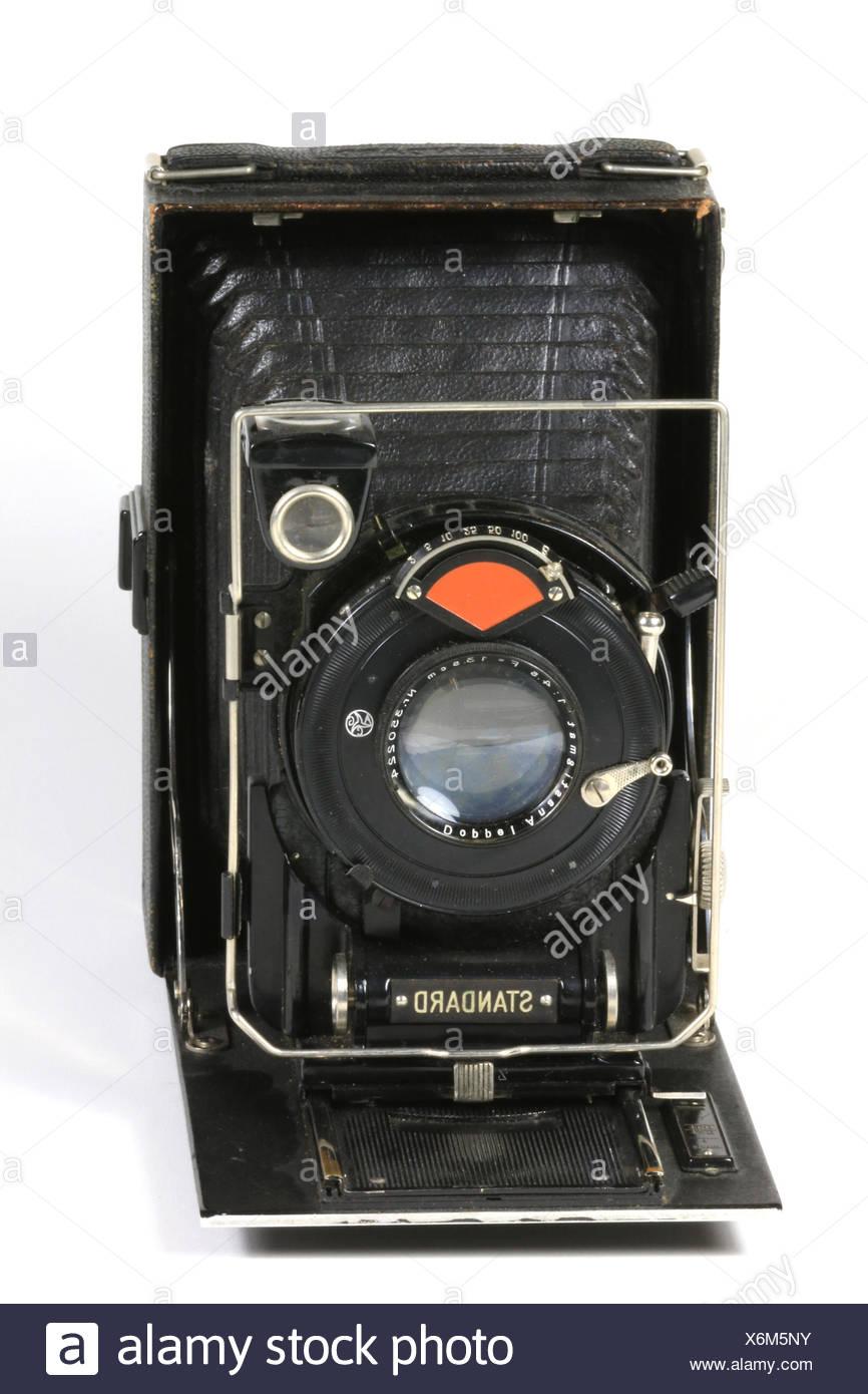 Eine alte gebrauchte Kamera vor weissem Hintergrund Stock Photo