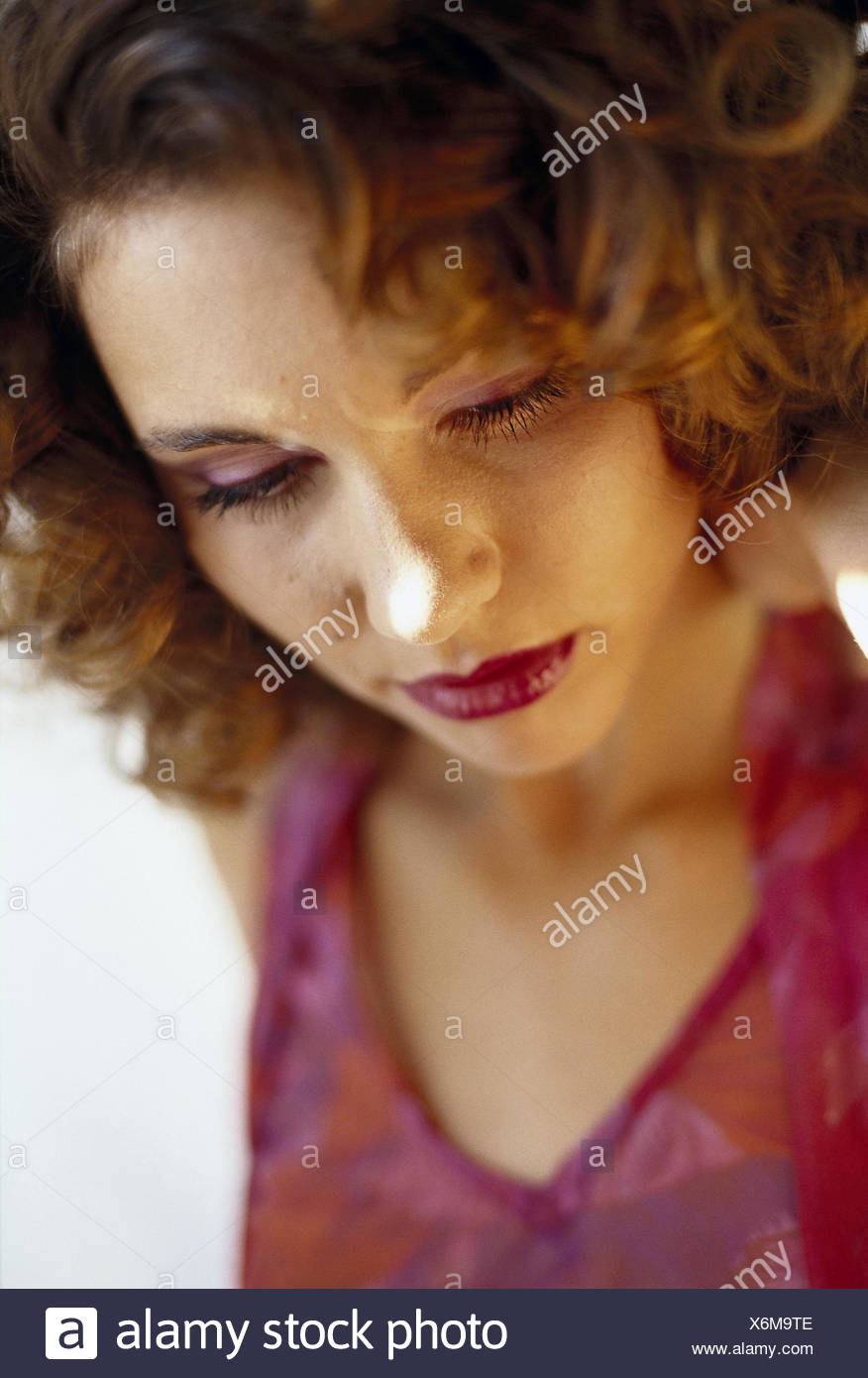 Woman, think, sadly, portrait, model released, inside, made up, thoughtful, lonely, dealts with, depresses, grief, worries, loneliness, desperately, desperation, melancholia, melancholy - Stock Image