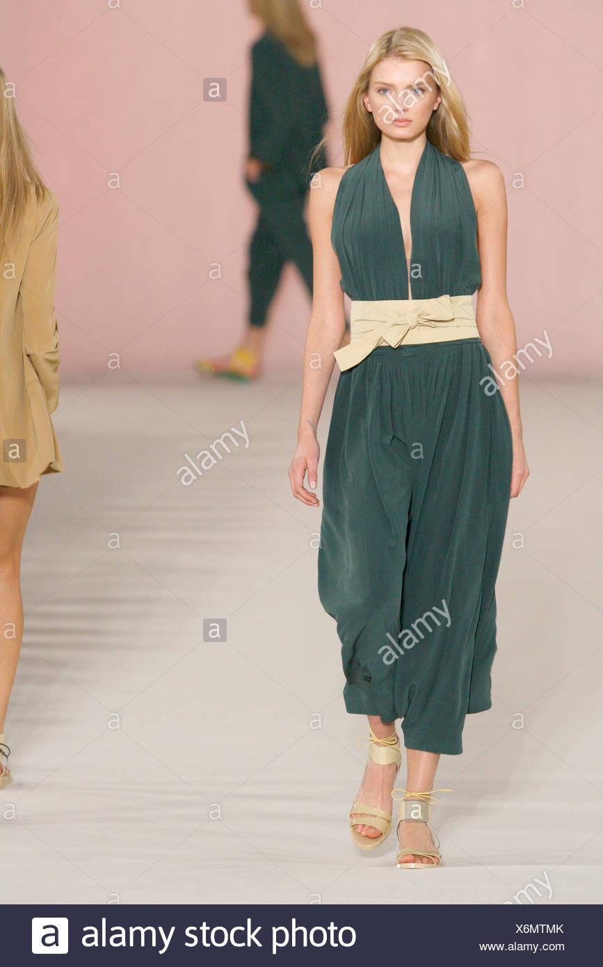 63dff235c3a8 Chloe Paris Ready to Wear Spring Summer Model wearing a asparagus grey  green silk halternecked baggy