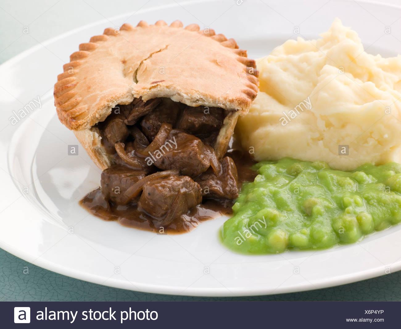 Steak Pie Mash and Mushy Peas Stock Photo: 279540682 - Alamy
