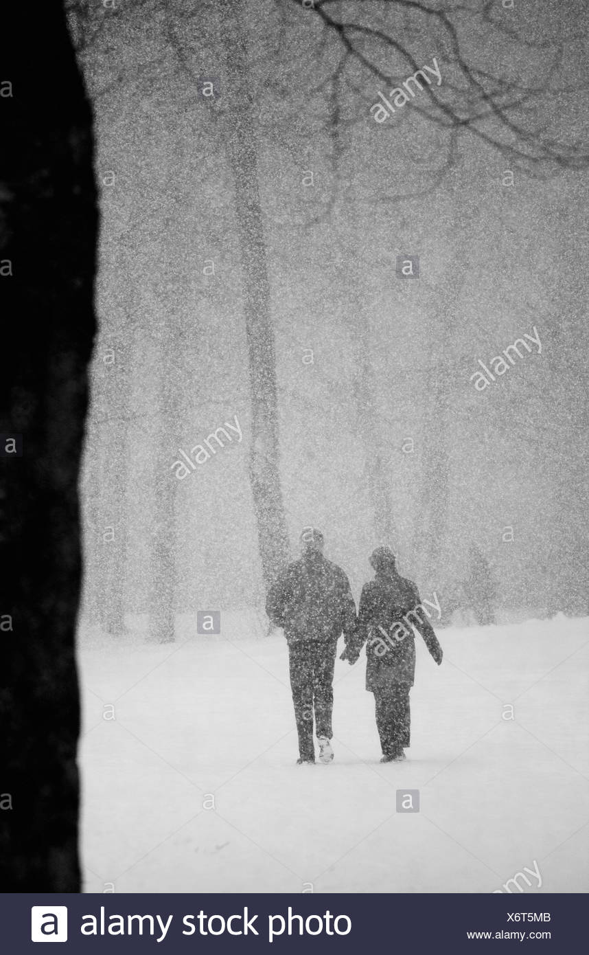 Couple in snow - Stock Image