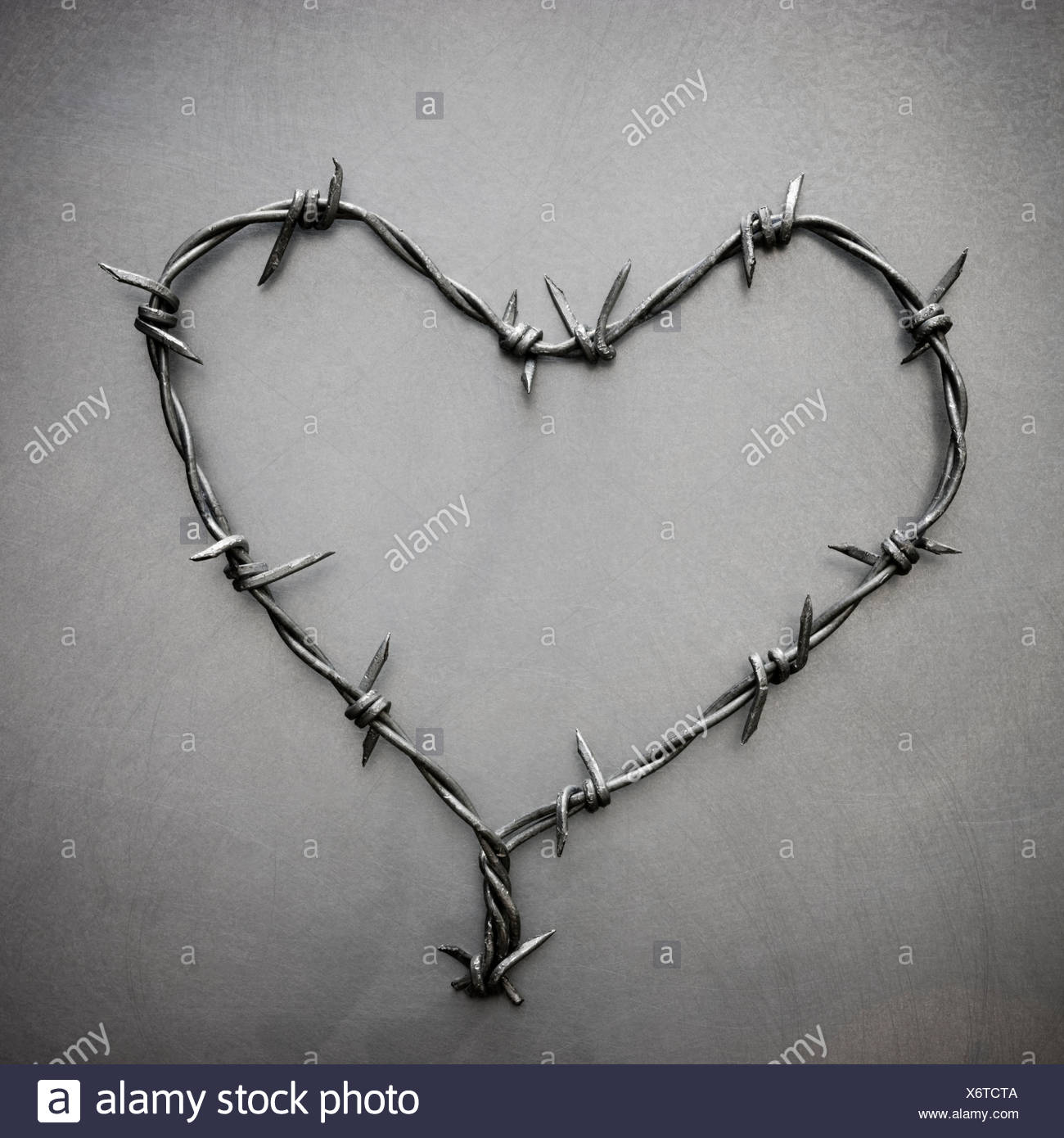 barbed wire heart Stock Photo: 279590762 - Alamy