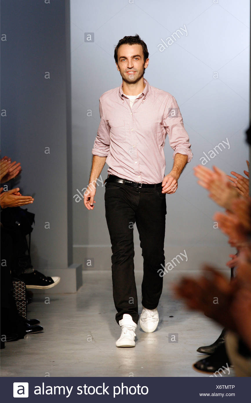 Balenciaga Paris Ready To Wear Spring Summer Designer Nicolas Ghesquiere Wearing Black Jeans And Pink Shirt Walking Onto Runway Stock Photo Alamy