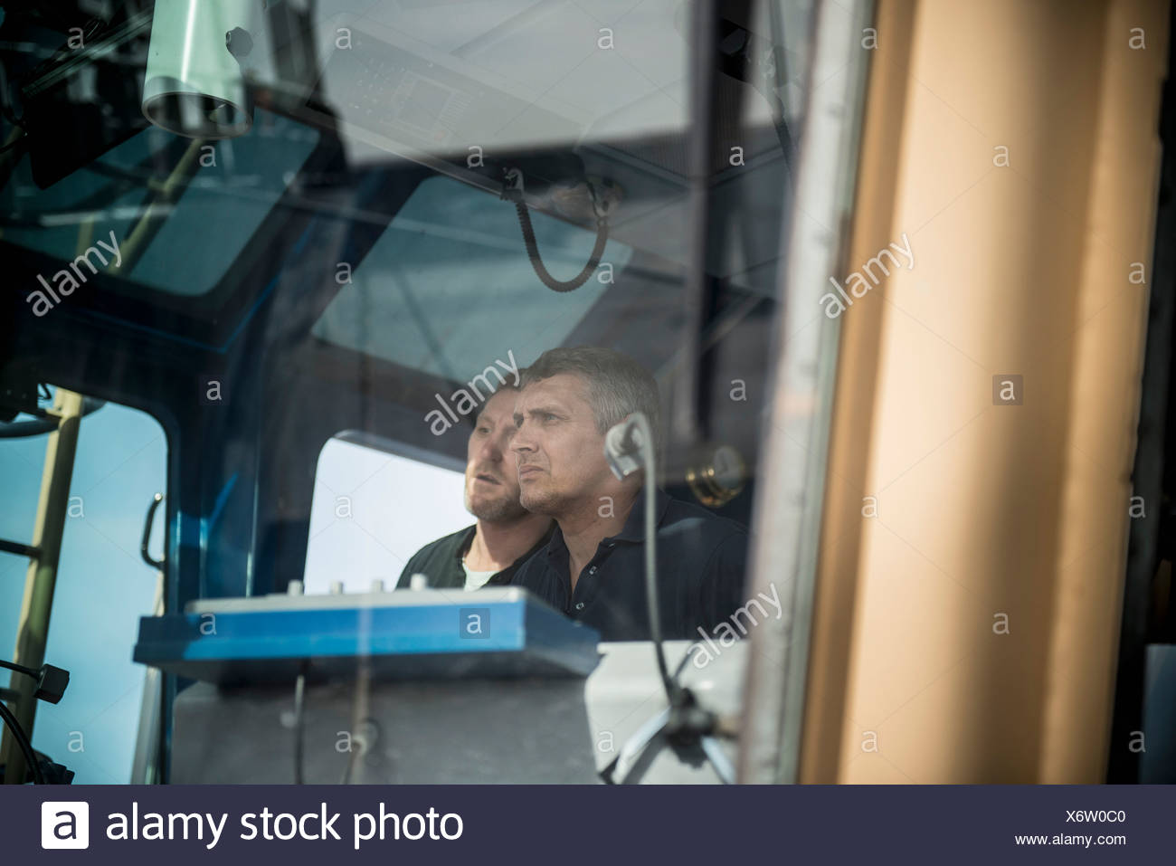 Sailors steering boat - Stock Image