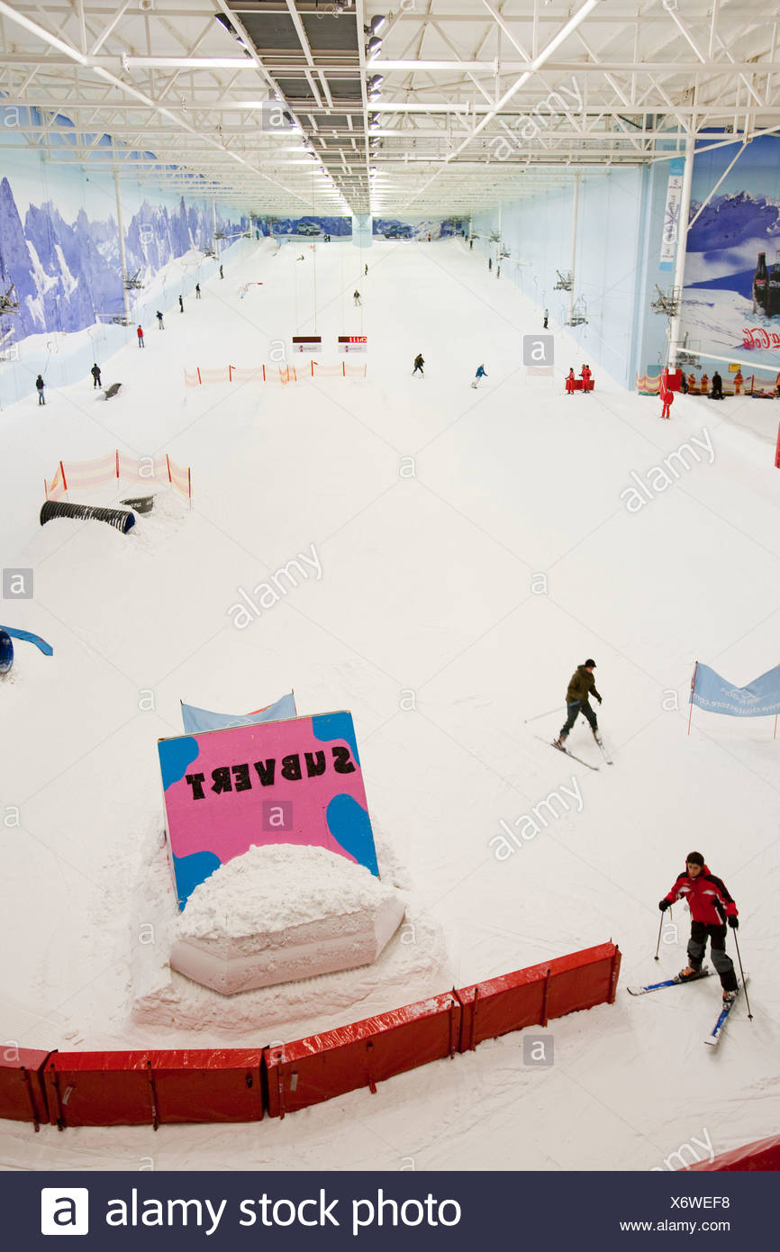Skiers at the Chill Factor an indoor skiing area in Manchester UK - Stock Image