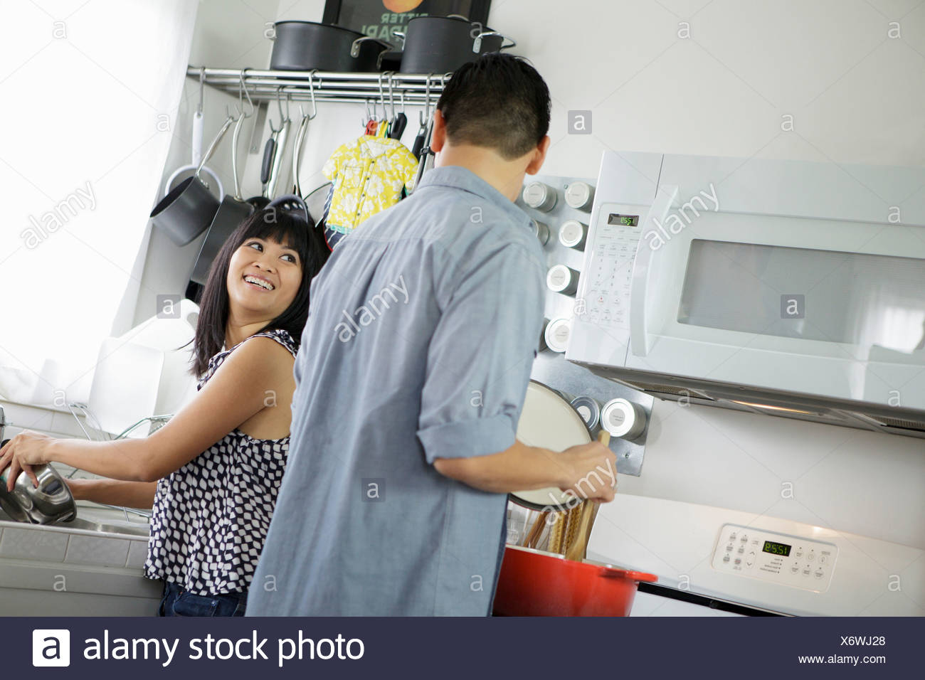 Female Chinese Cook Stock Photos & Female Chinese Cook Stock Images ...