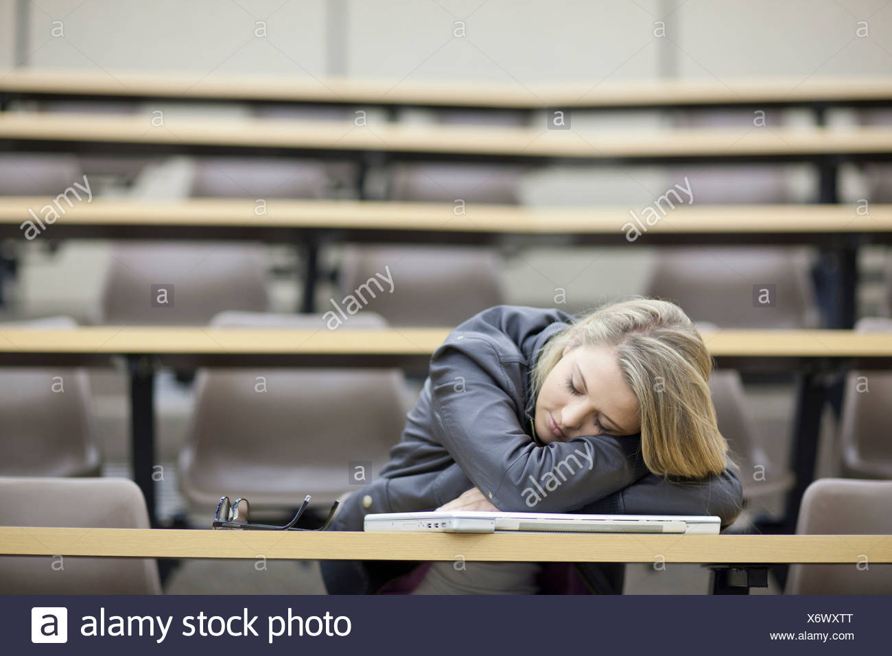 Female student asleep in lecture - Stock Image