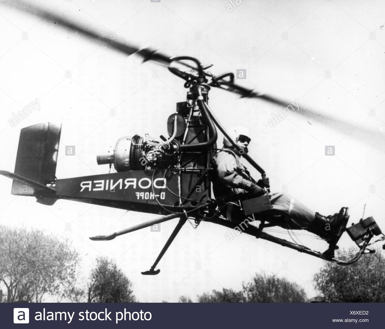 transport / transportation, aviation, helicopter, Dornier Do 32, collapsible helicopter for liason purposes, show, 7.5.1963, cold-cycle rotor helicopter, collapsible, foldable, West Germany, Western Germany, technics, technology, technologies, rotary wing aircraft, helicopters, airplane pilot, airplane pilots, flying, flight, flights, demonstration, demo, demonstrations, demos, industry, industries, one-man helicopter, 1960s, 60s, 20th century, people, one man, male, transport, transportation, show, presentation, performance, shows, presentations, performances,, Additional-Rights-Clearences-NA - Stock Image