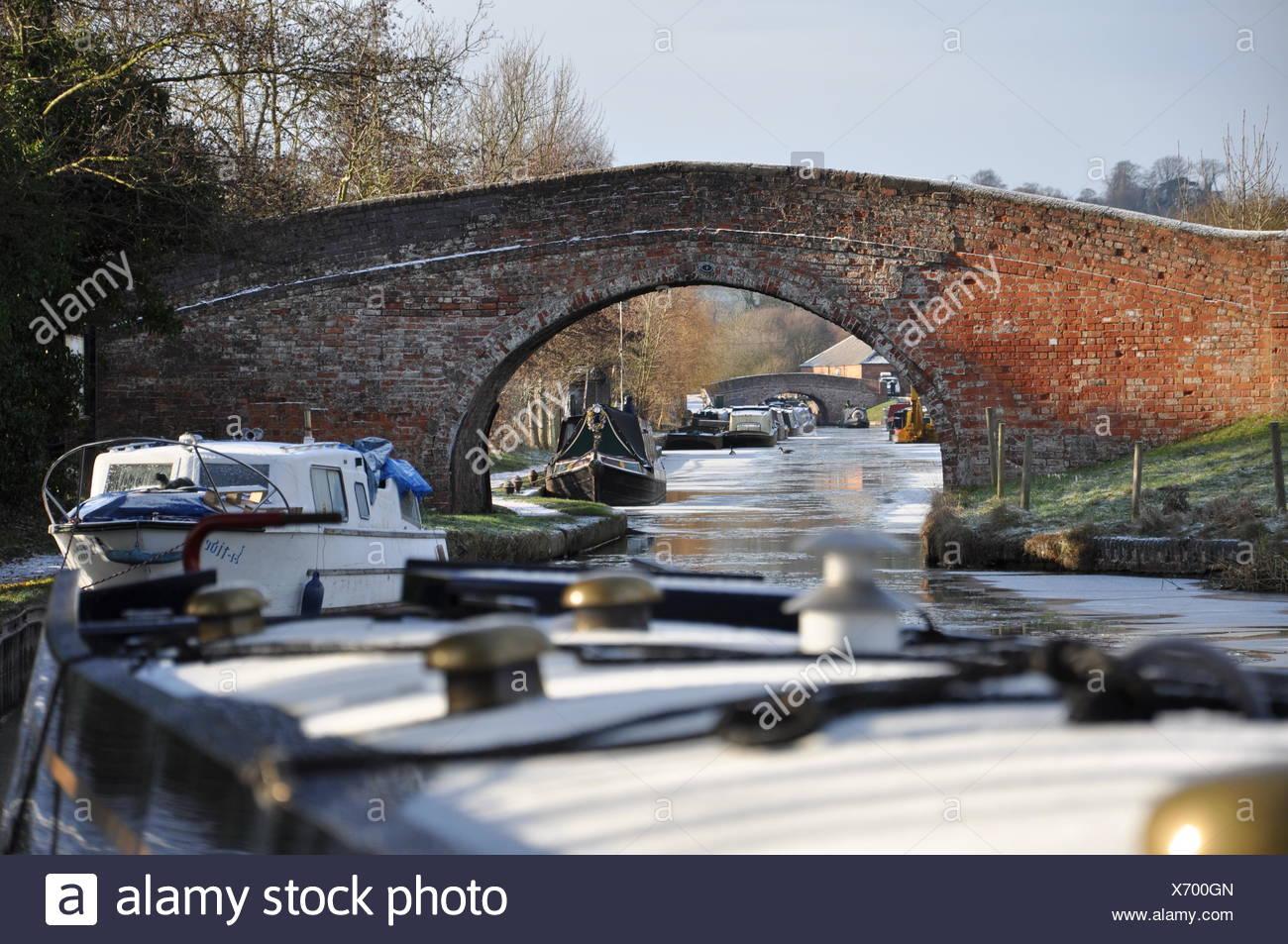 Stone Bridge at Braunston Marina - Stock Image