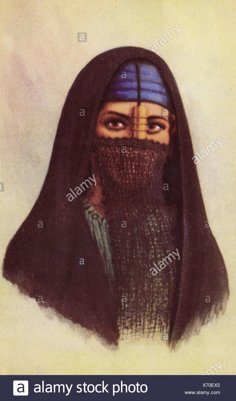 Native woman wearing the ´Yashmak´. (Postcard 1920´s). - Stock Image