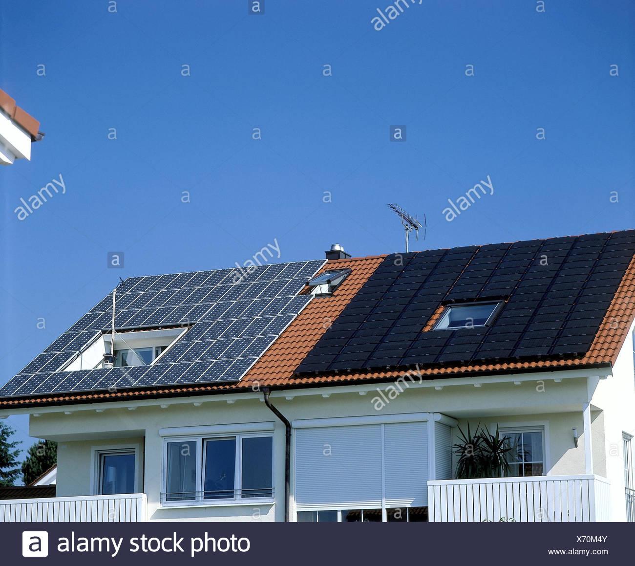 Germany, house roof, solar energy, solar panels on the left, solar cells on the right, house, residential house, own home, power production, detail, roof, solar plant, solar energy, Heliotechnik, alternative energy, alternative energy, energy production, - Stock Image