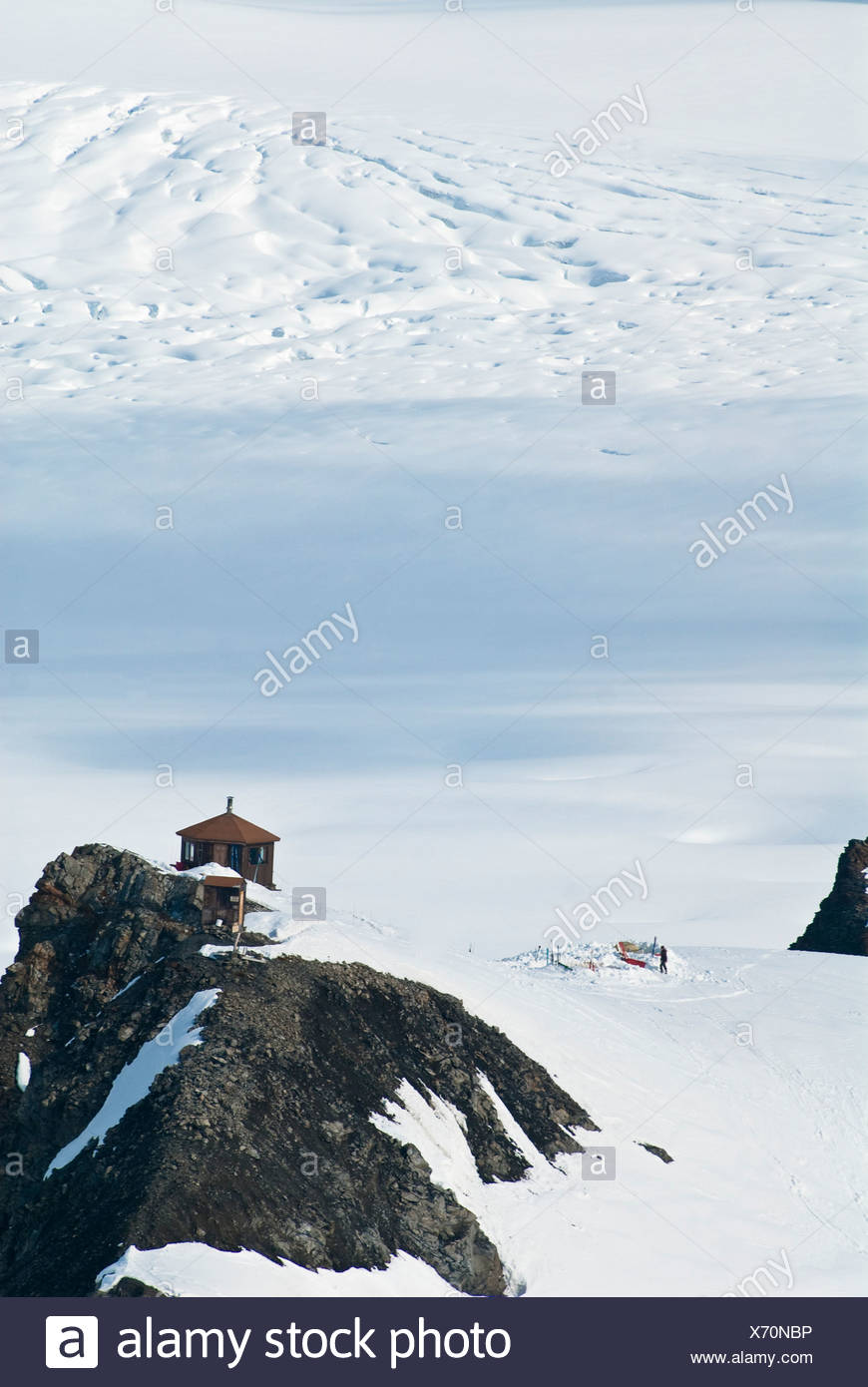 Ruth Ampitheater in Denali National Park. View from the tele-ski hill behind the Don Sheldon hut with a group of winter campers - Stock Image