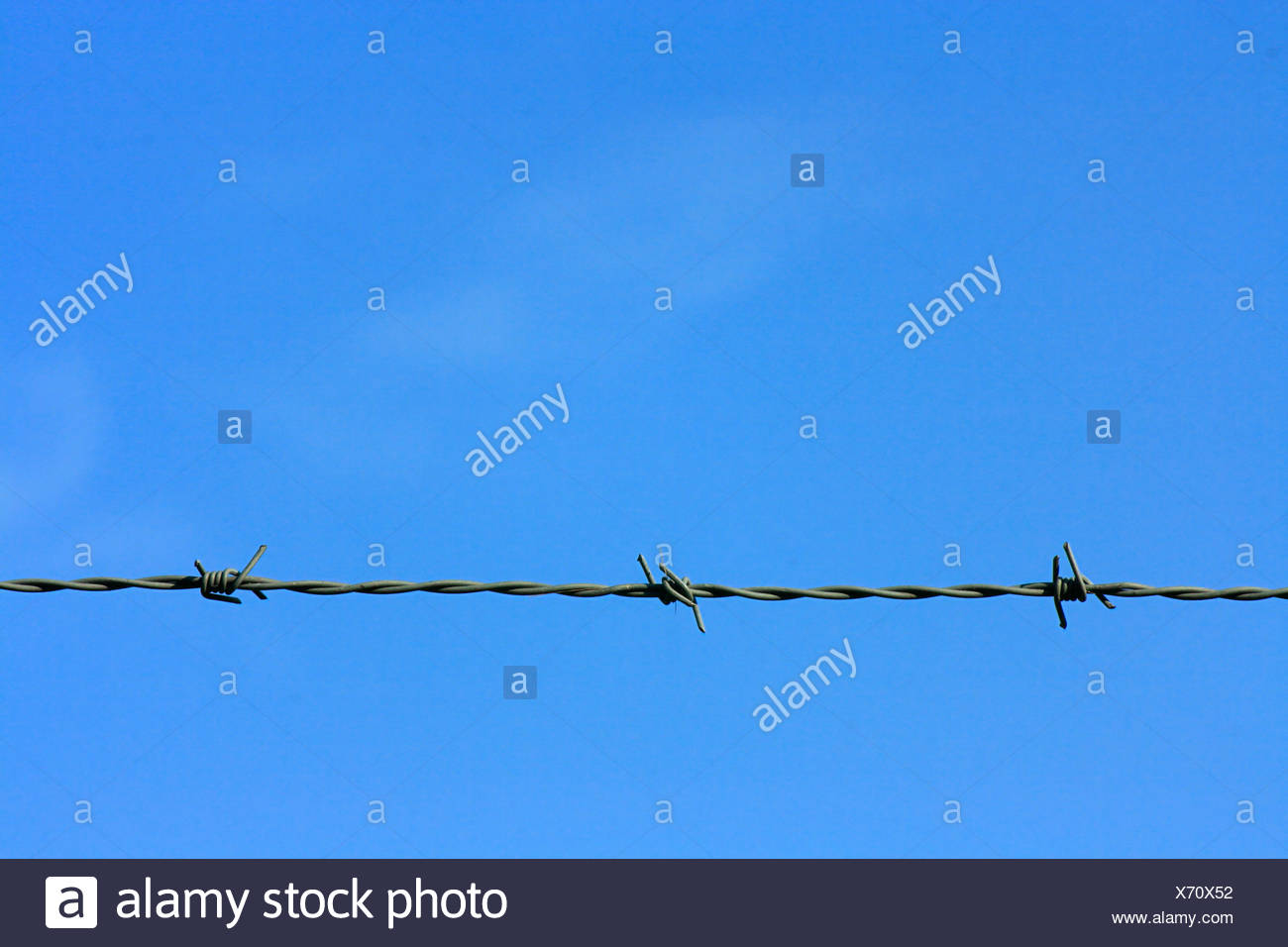 Blue sky and barbwire, barbedwire - Stock Image