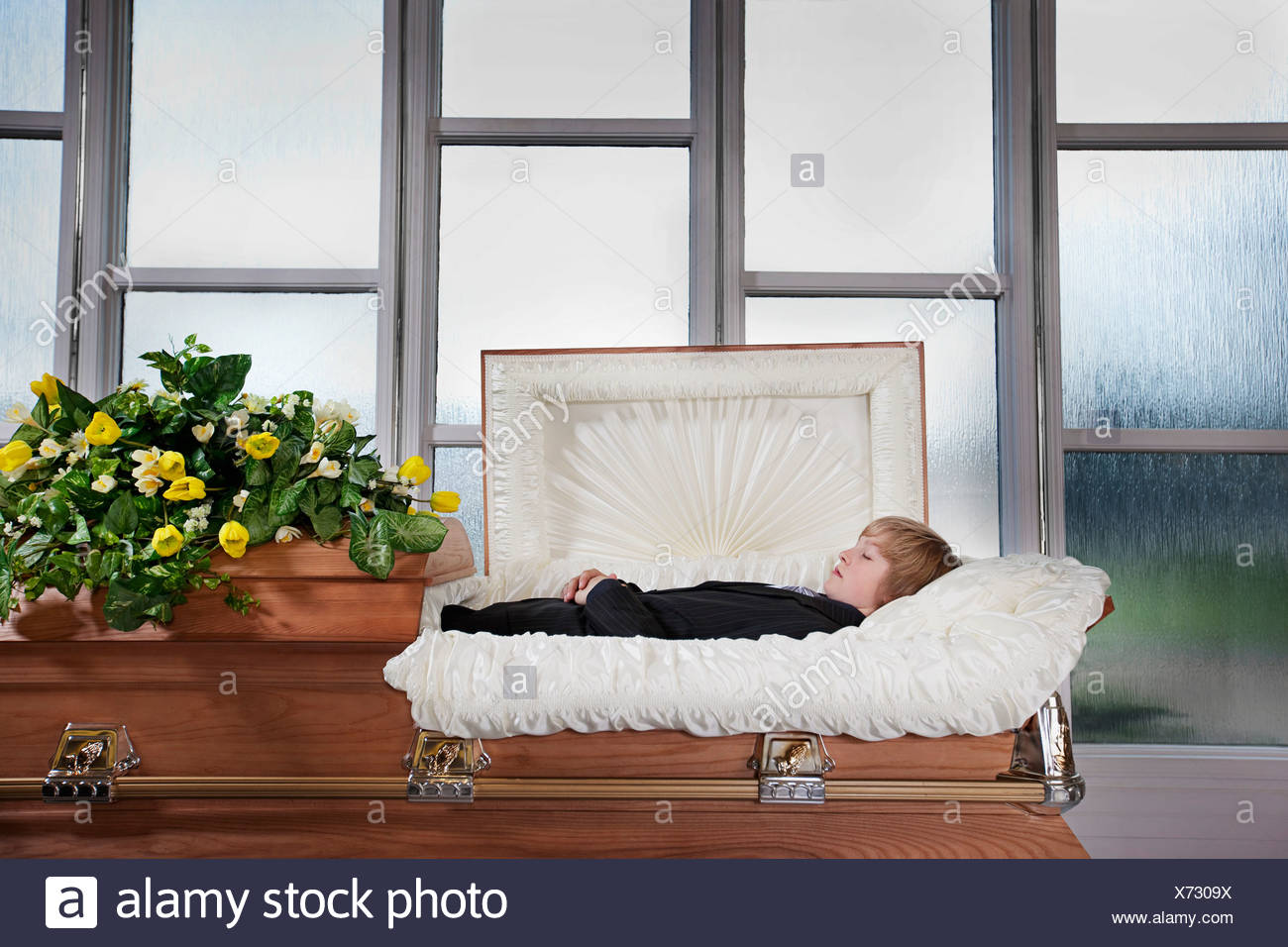 Dead Man And Coffin Stock Photos & Dead Man And Coffin Stock