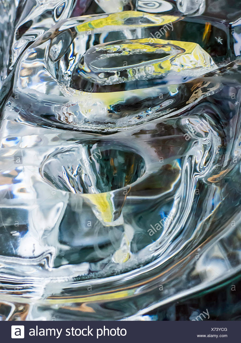 USA, Illinois, DuPage County, Downers Grove, Green and blue light reflecting in ice - Stock Image