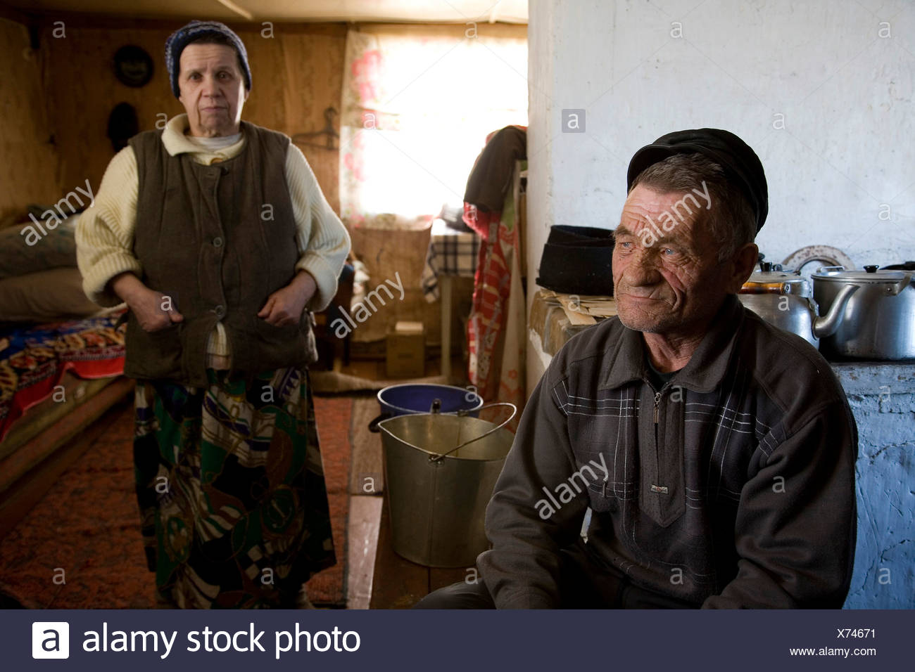 Peasant couple at their home in Karelia, Russia Stock Photo