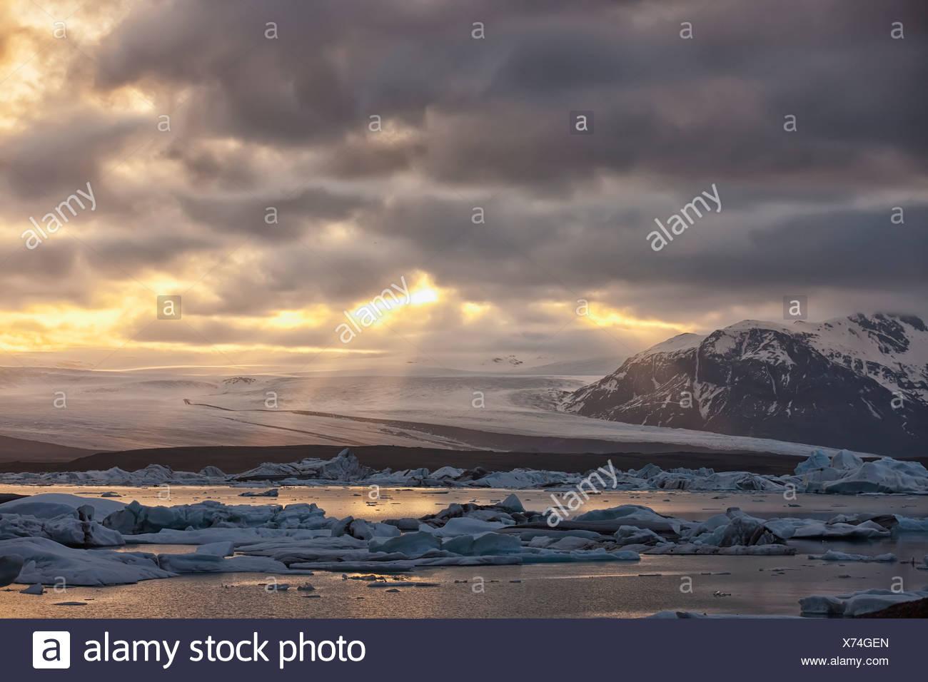 Shafts of sunlight shine on the ice calves floating in glacial lagoon jokulsarlon at the base of breioamerkurjokull; iceland - Stock Image