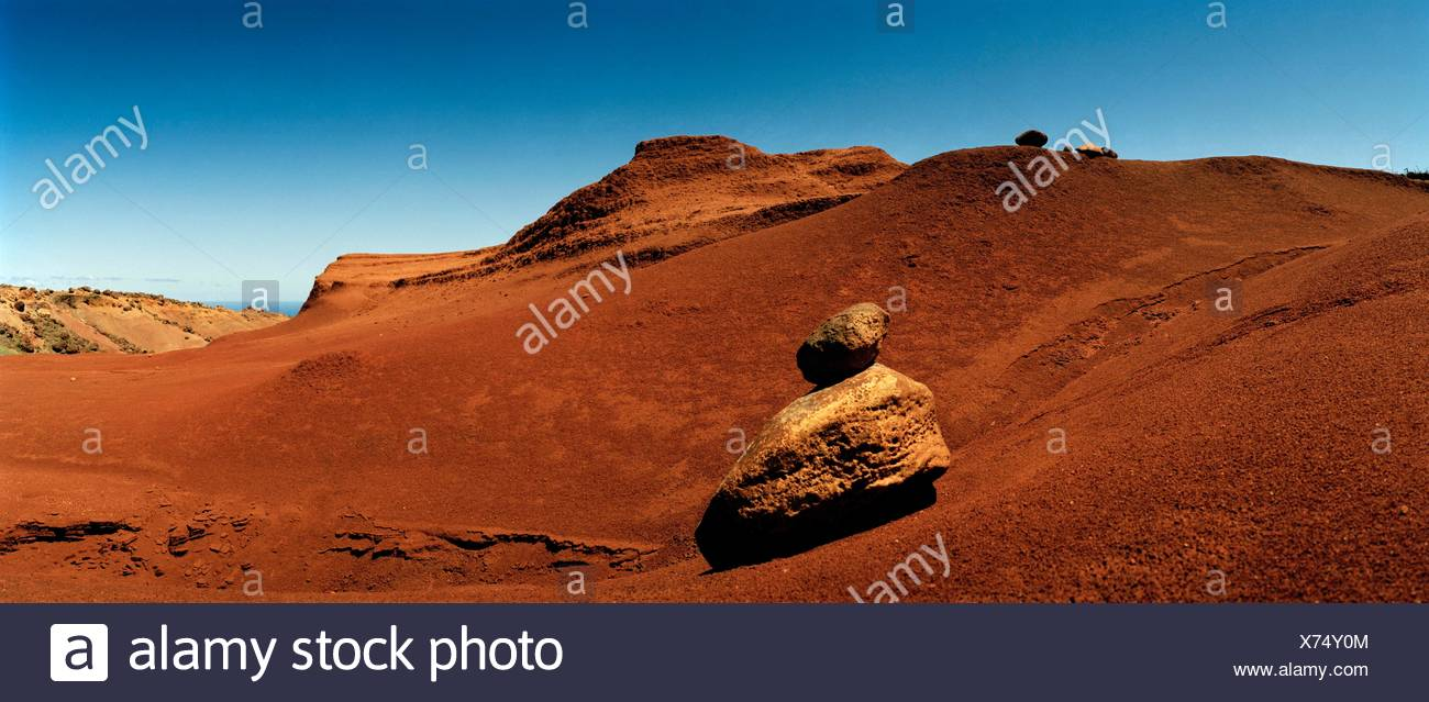 Rock pinnacles and eroded red earth at the Garden of the Gods. - Stock Image
