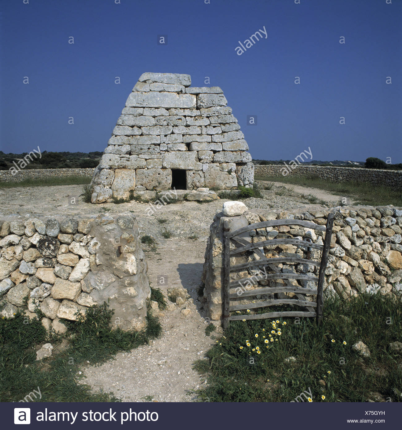 Spain, island Menorca, Nau d'es Tudons, tomb Europe, the Balearic Islands, Balearic Islands island, Naveta d'es Tudons, tomb, prehistorically, structure, sandstone ashlar, burial chamber, culture, place of interest, - Stock Image