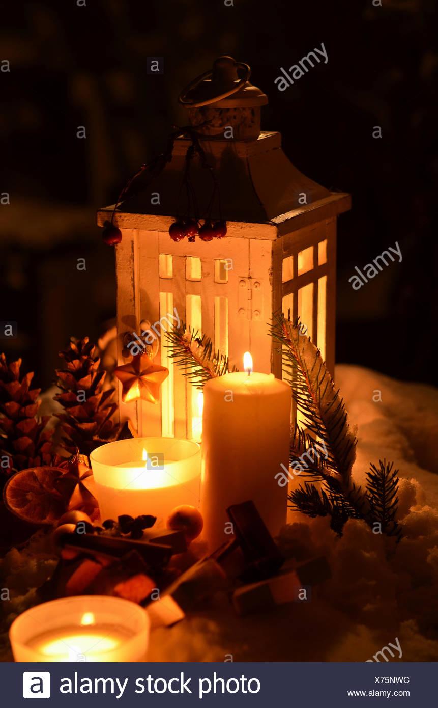 Besinnliche Bilder Weihnachten.Laterne Im Schnee Besinnliche Weihnachten Kerzenschein Stock Photo