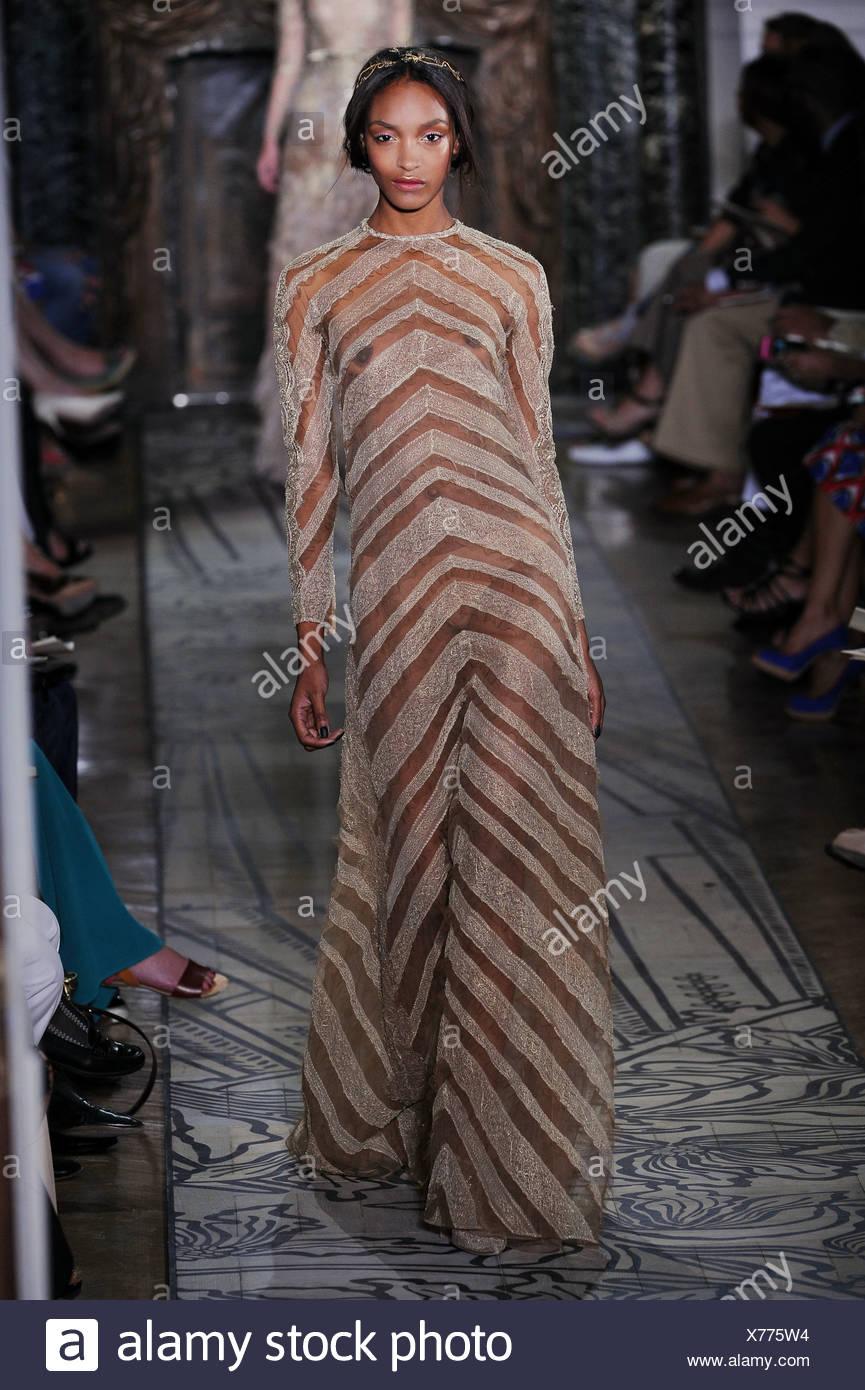 bc10c111d Valentino Paris Haute Couture Autumn Winter 2011 2012 Stock Photo ...