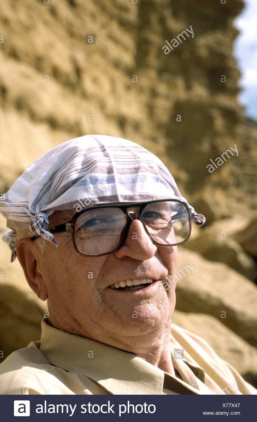 portrait old man Englishman wearing hanky on head to protect from sun - Stock Image