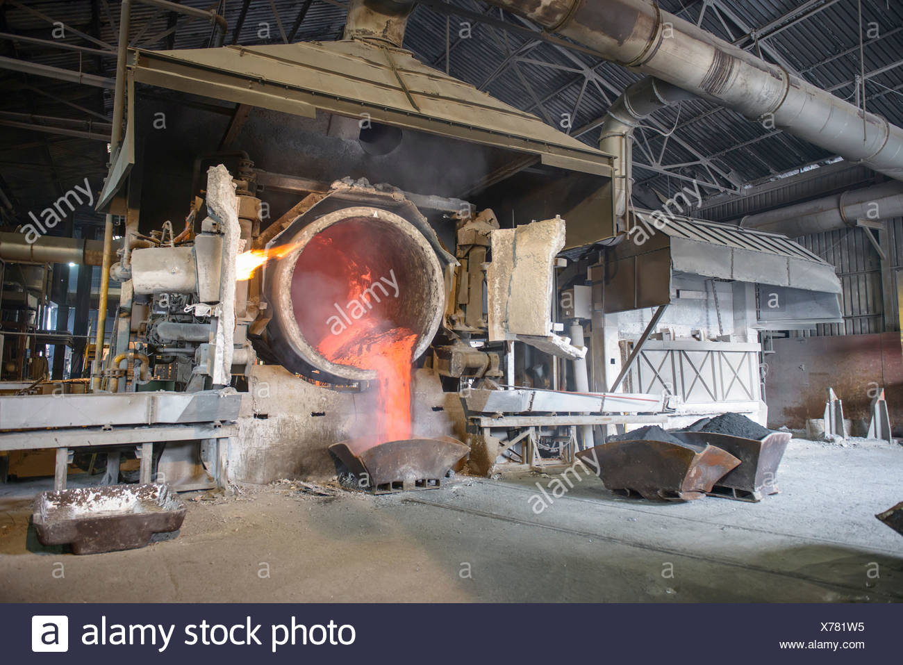 Molten aluminium running into mold in recycling plant - Stock Image