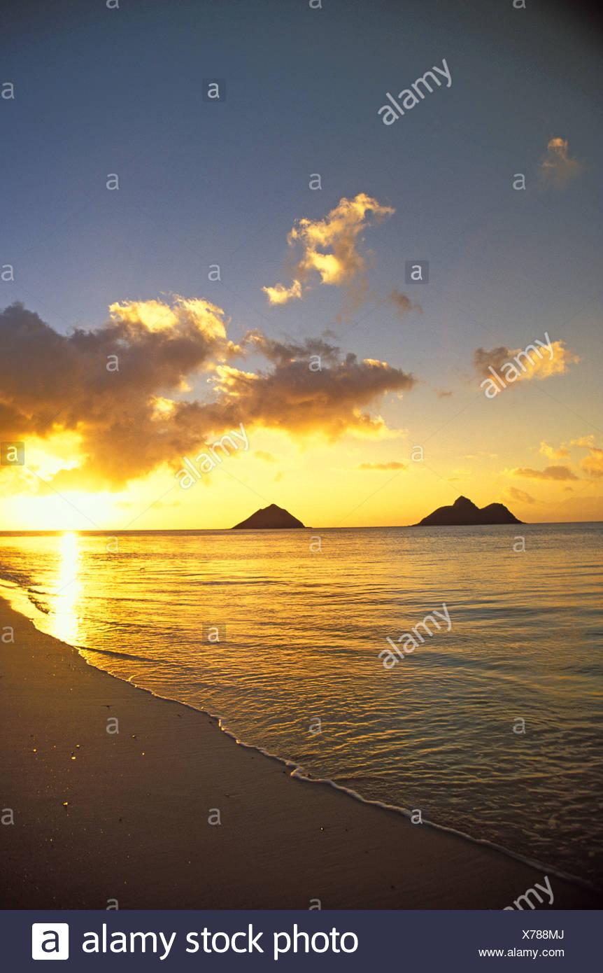 The Beautiful Moku Lua Islands At Sunrise Located Near