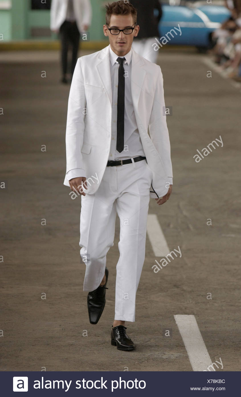 84c407ee2f02 DSquared Ready to Wear Milan spring summer Menswear fashion show Model  brown hair wearing thick framed glasses white suit