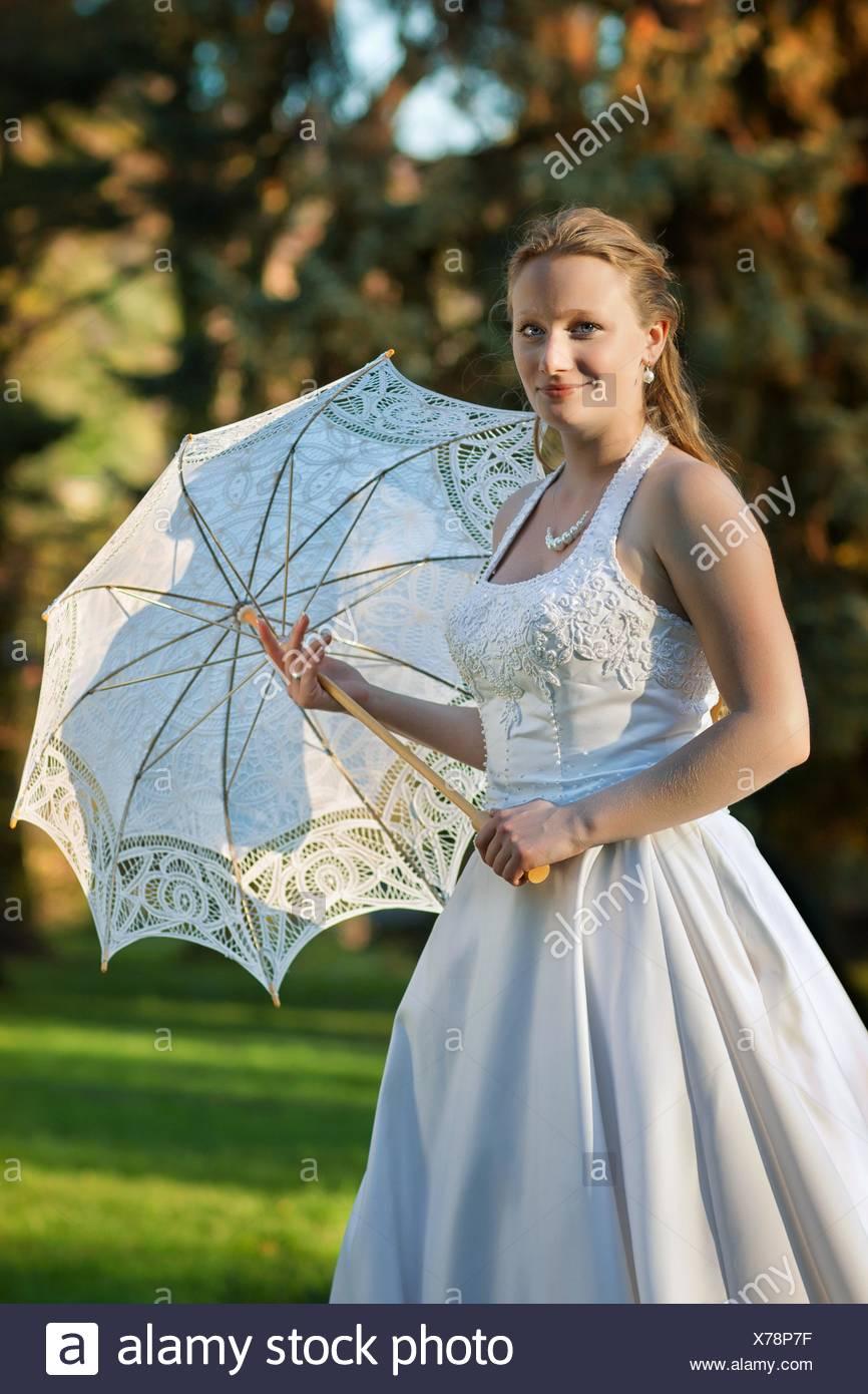 Women In Wedding Dress In Forest Stock Photos & Women In Wedding ...