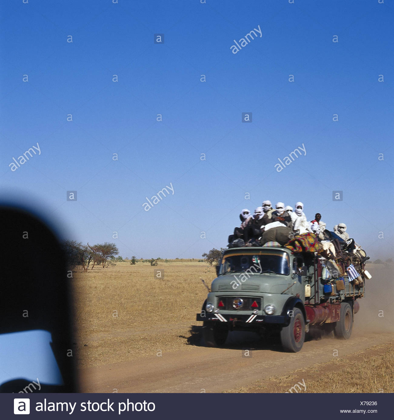 Chad, Borkou, wadi Doum, Sand runway, truck, charge, costs, people Central, Africa, landlocked country, Sahara, desert, wild scenery, truck, truck, transport, promotion, full-charged, goods, locals, outside - Stock Image
