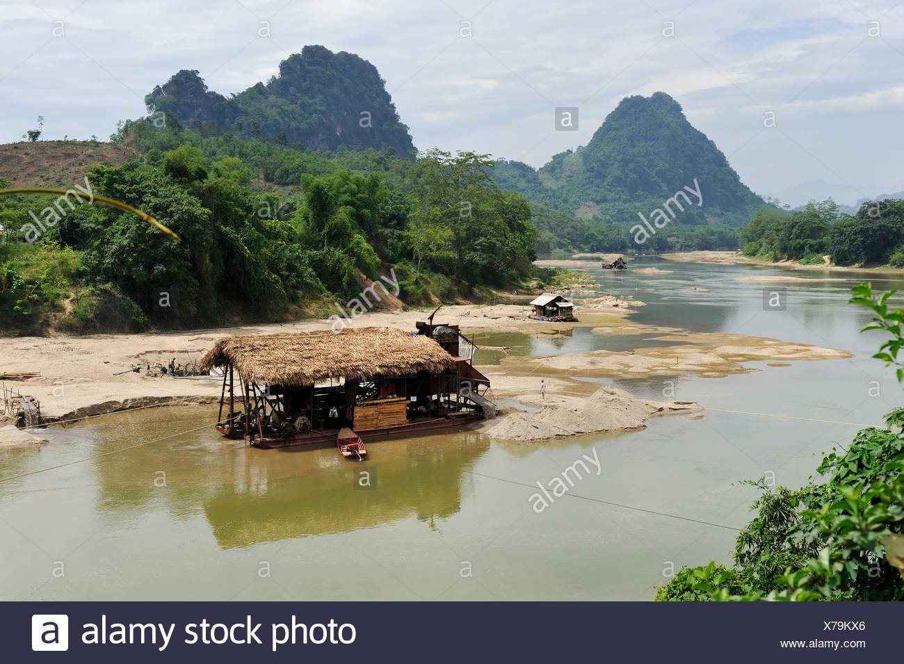 gold digger´s barge on Lo river, Ha Giang province, Northern Vietnam, southeast asia - Stock Image