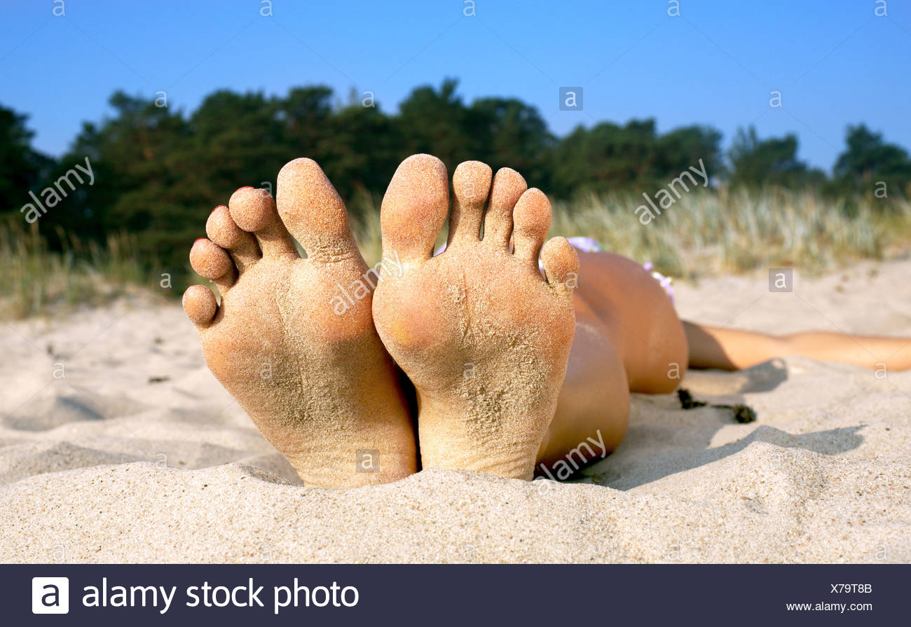 soles and toes of beach girl - Stock Image