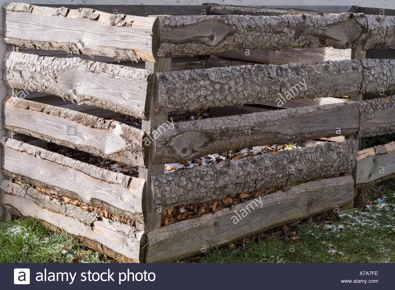 Komposter Aus Holz Stock Photos Komposter Aus Holz Stock Images