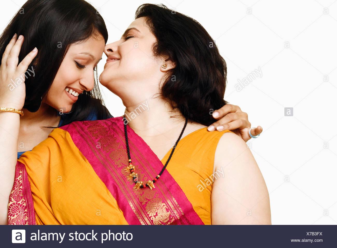 cumshot-mature-women-kissing-girls