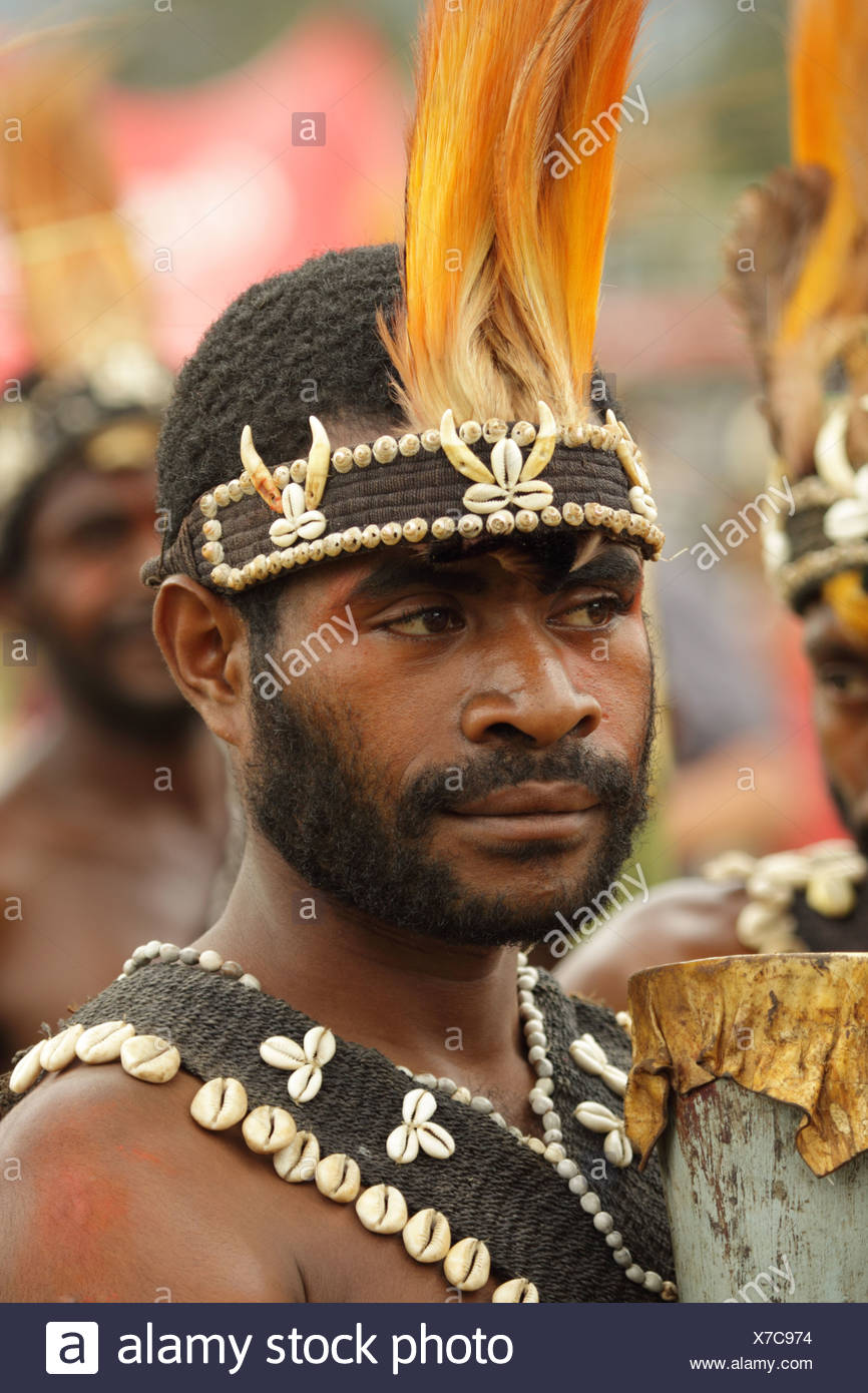 culture, ethnic, person, indigenous, people, native, tribes, tribesman, highlander, headdress, portrait, shell, shells, Goroka, - Stock Image