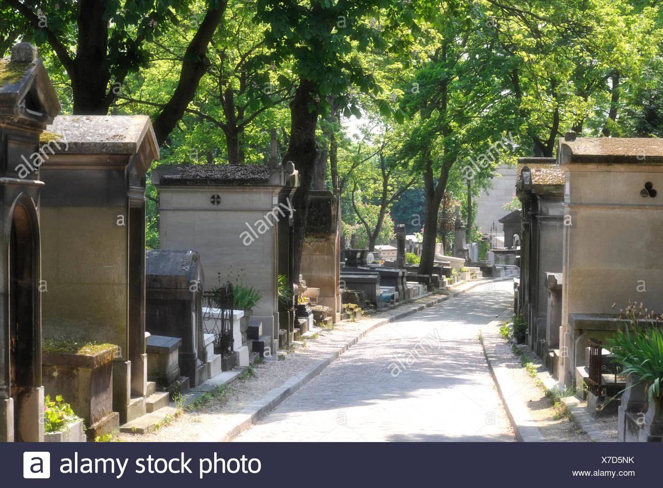 Alley in the Cimetière du Père Lachaise Cemetery, Paris, France, Europe, PublicGround - Stock Image