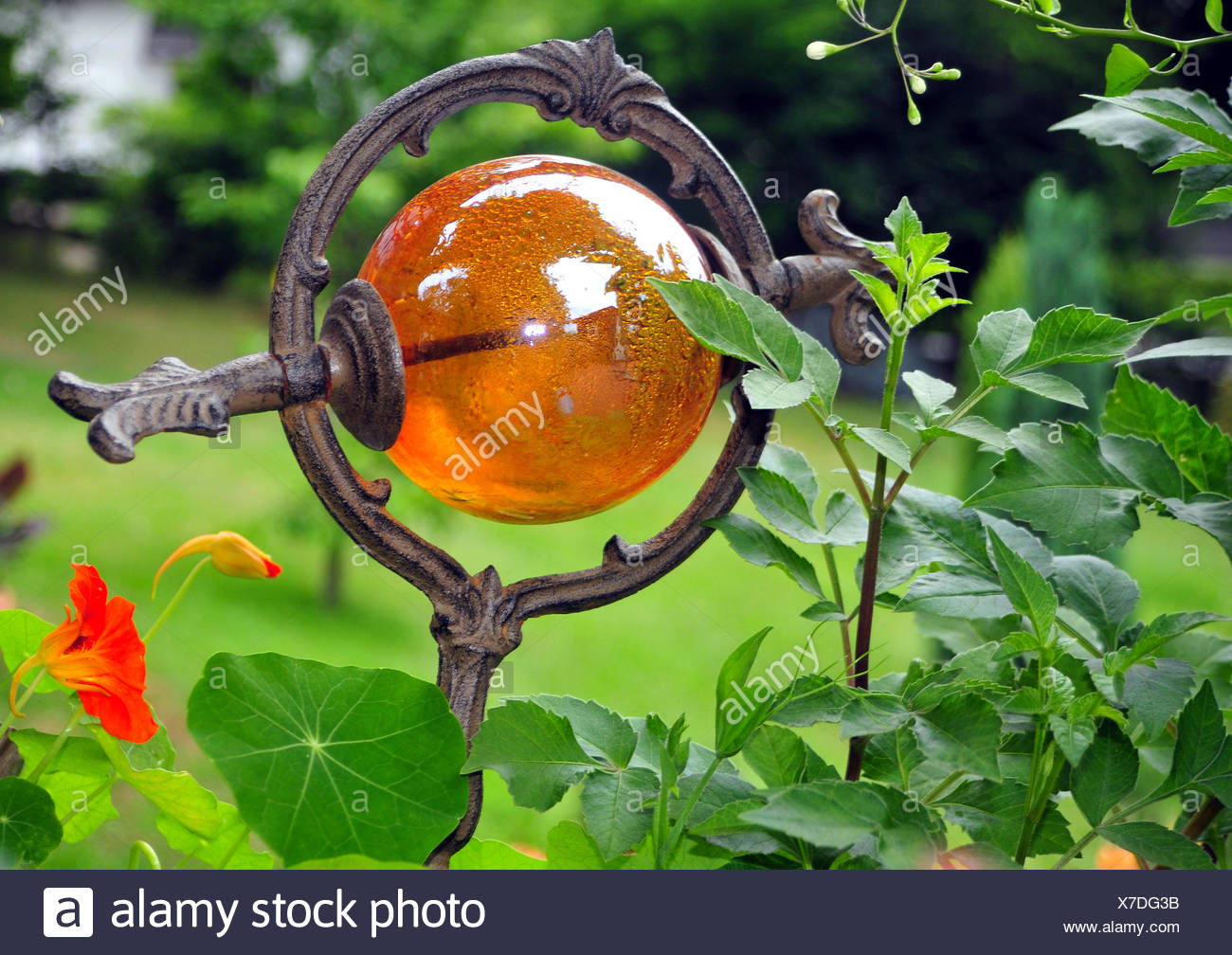 Glass Garden Ball Stock Photos & Glass Garden Ball Stock Images - Alamy